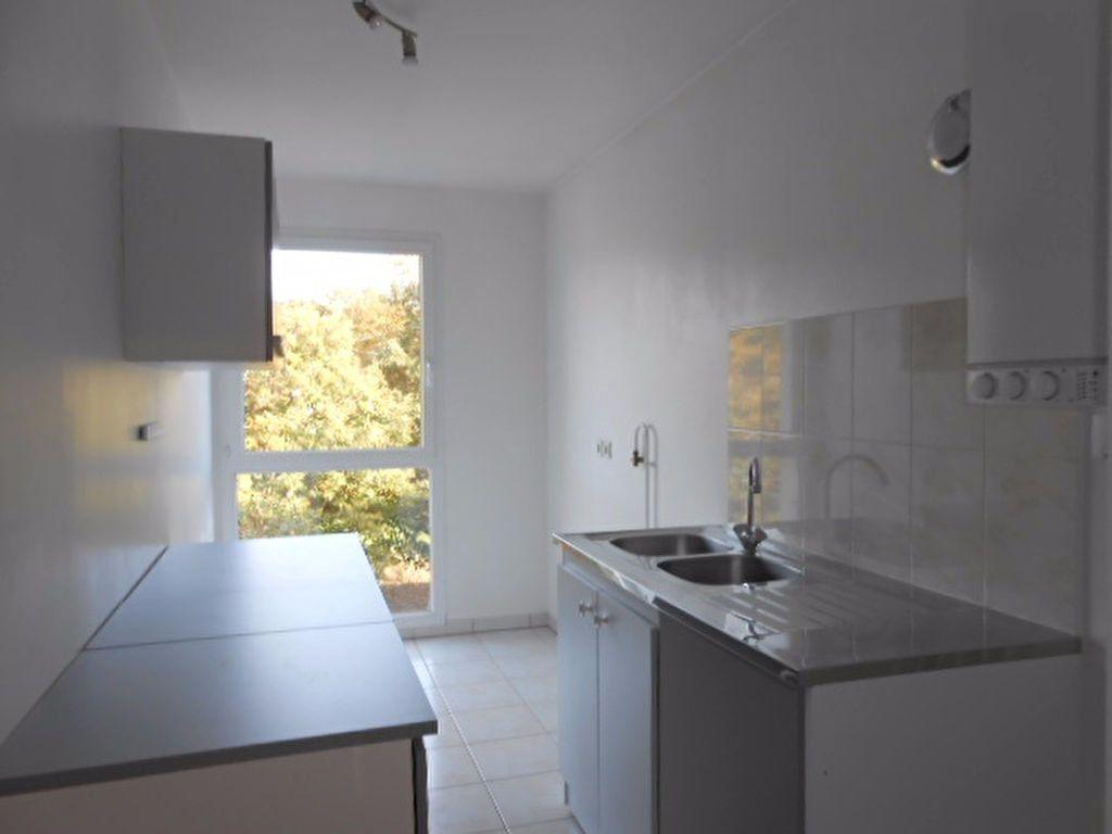 Appartement à louer 2 49.61m2 à Sainte-Geneviève-des-Bois vignette-3