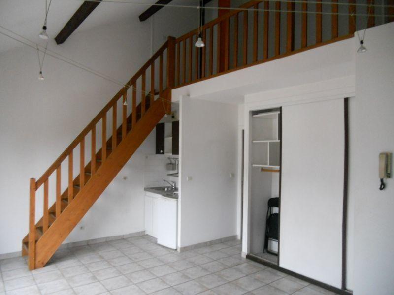 Appartement à louer 2 33.69m2 à Sainte-Geneviève-des-Bois vignette-1