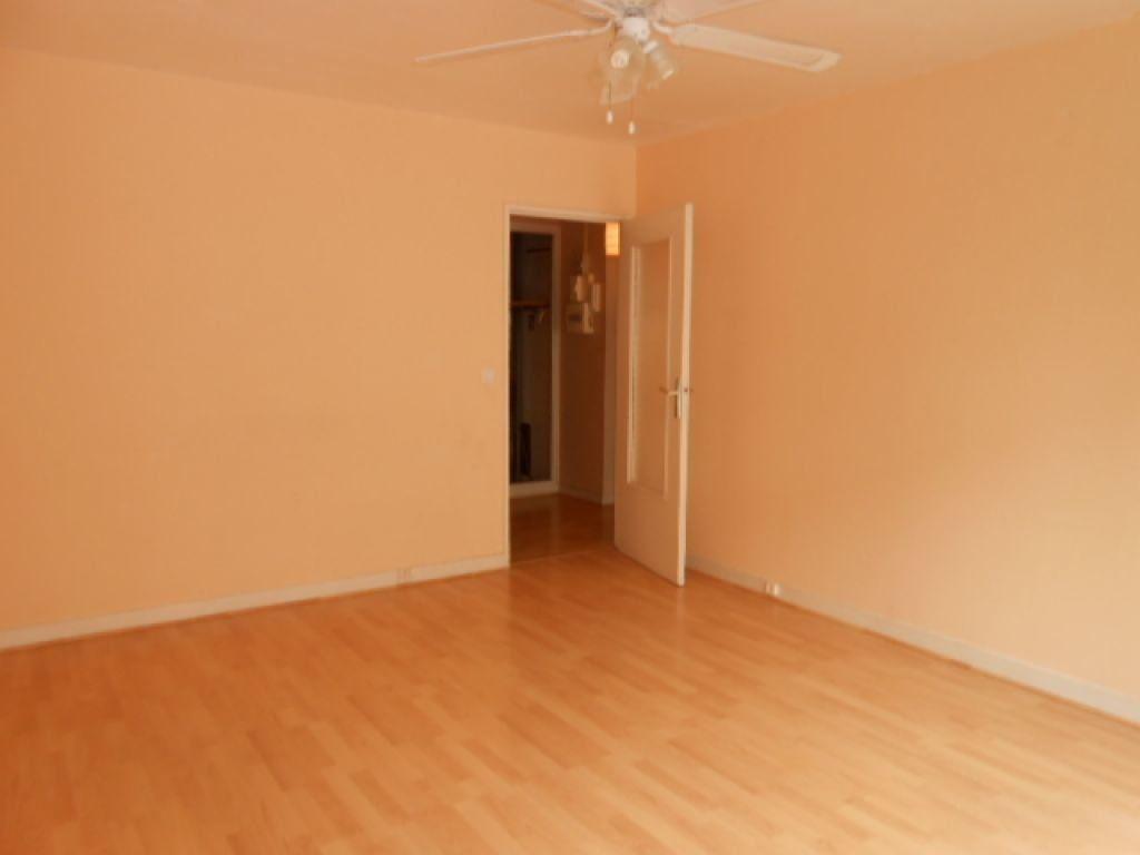 Appartement à louer 3 61.78m2 à Brétigny-sur-Orge vignette-2