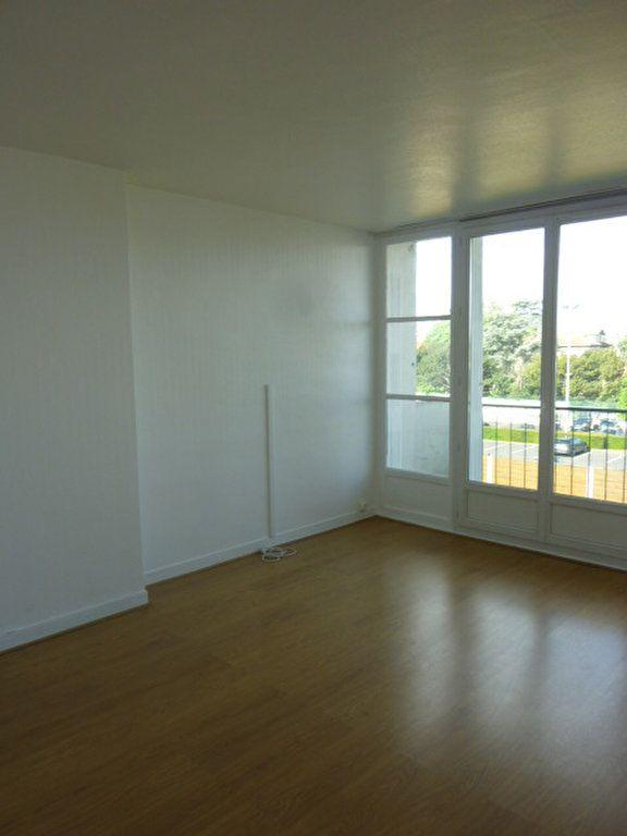 Appartement à louer 3 53.09m2 à Sainte-Geneviève-des-Bois vignette-1