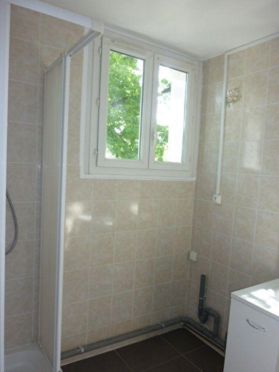 Appartement à louer 3 53.09m2 à Sainte-Geneviève-des-Bois vignette-3