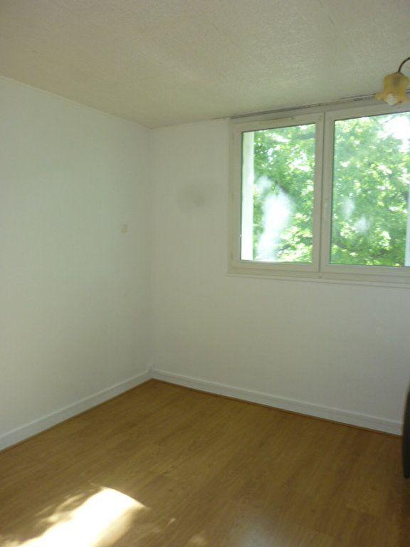 Appartement à louer 3 53.09m2 à Sainte-Geneviève-des-Bois vignette-4