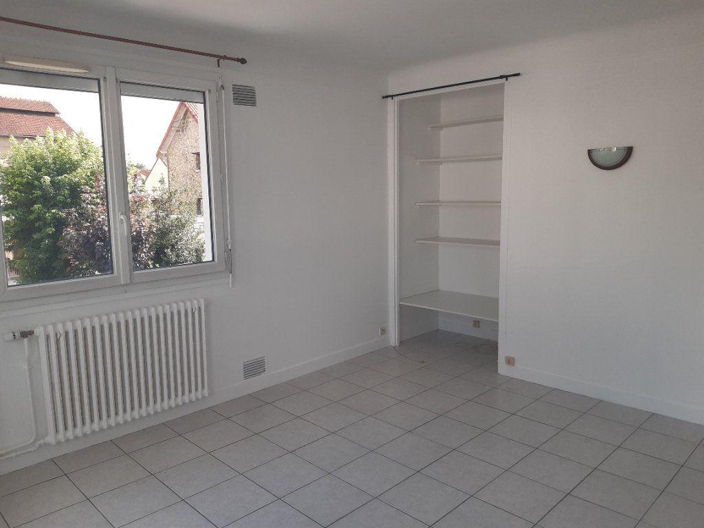 Appartement à louer 3 72.95m2 à Sainte-Geneviève-des-Bois vignette-2