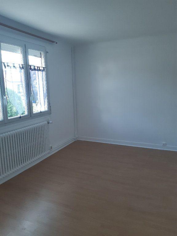 Appartement à louer 3 72.95m2 à Sainte-Geneviève-des-Bois vignette-3