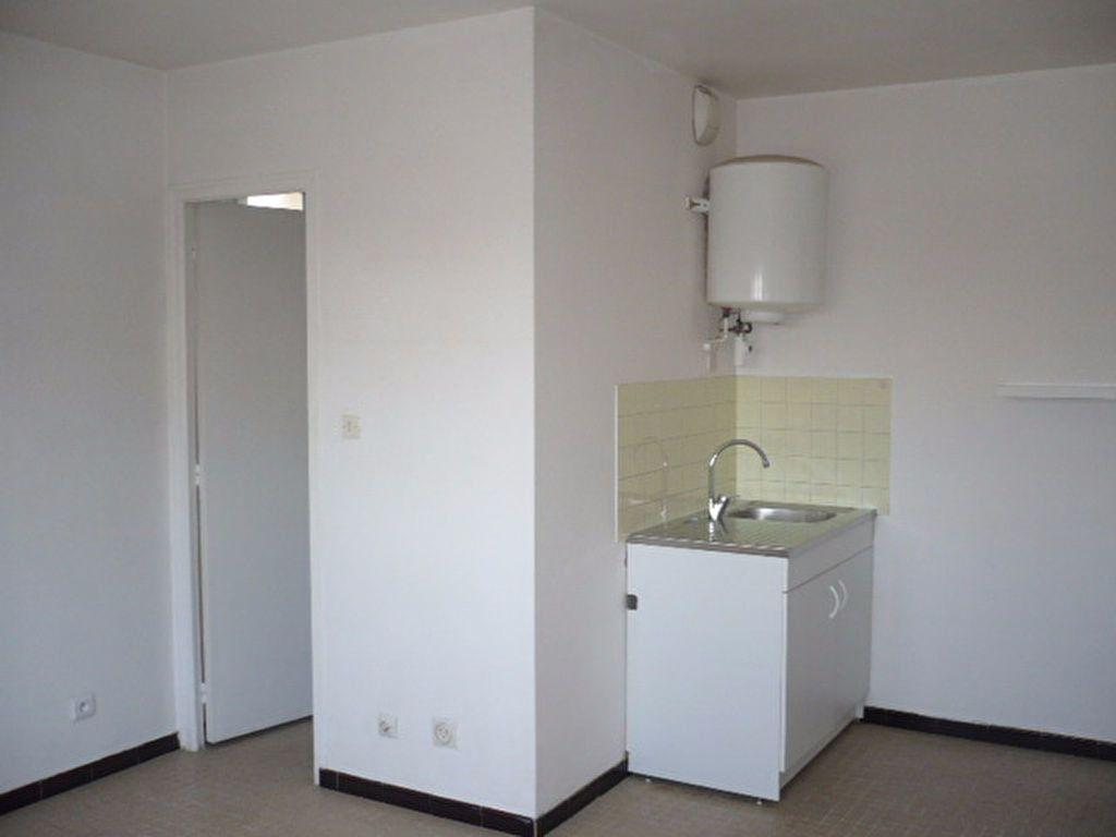 Appartement à louer 1 21.71m2 à La Ville-du-Bois vignette-3
