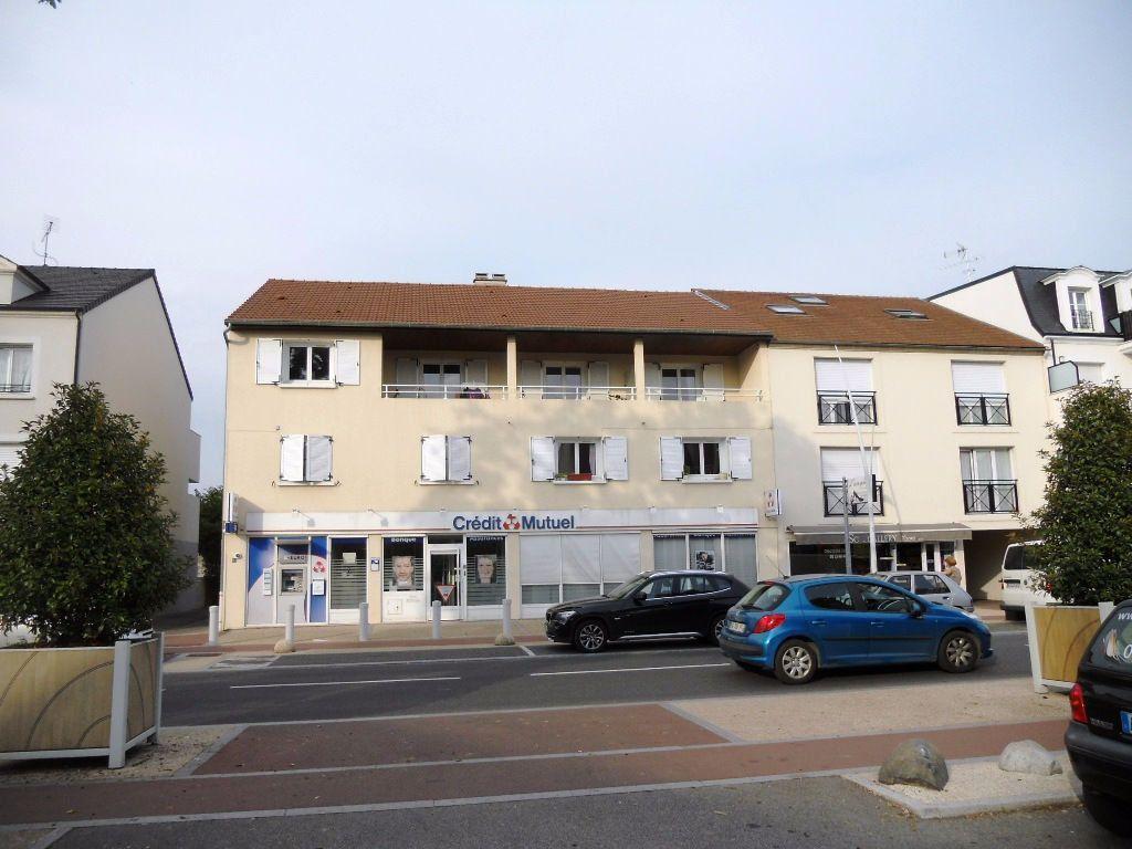 Appartement à louer 4 84m2 à Sainte-Geneviève-des-Bois vignette-1