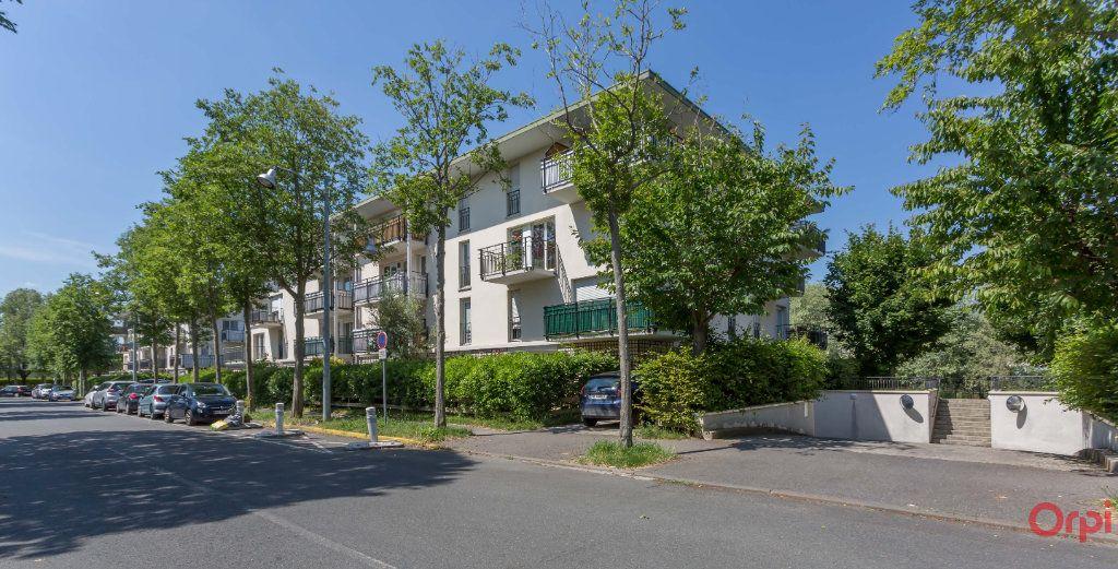 Appartement à louer 2 43.26m2 à Sainte-Geneviève-des-Bois vignette-1