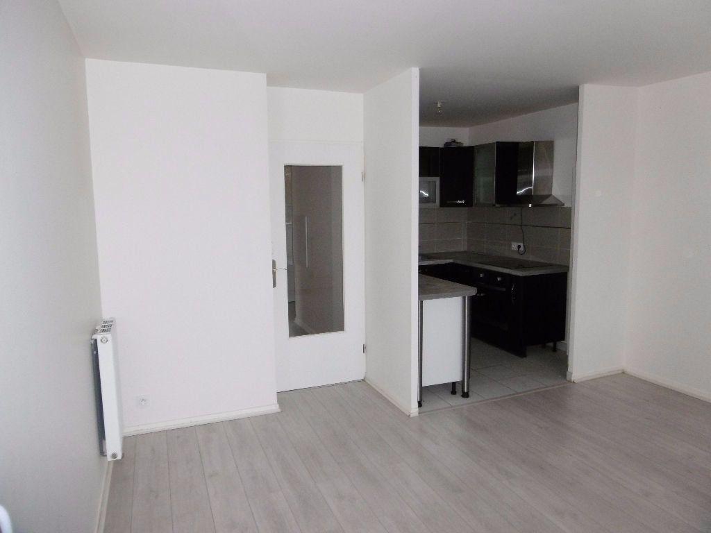 Appartement à louer 3 53.85m2 à Saint-Michel-sur-Orge vignette-2