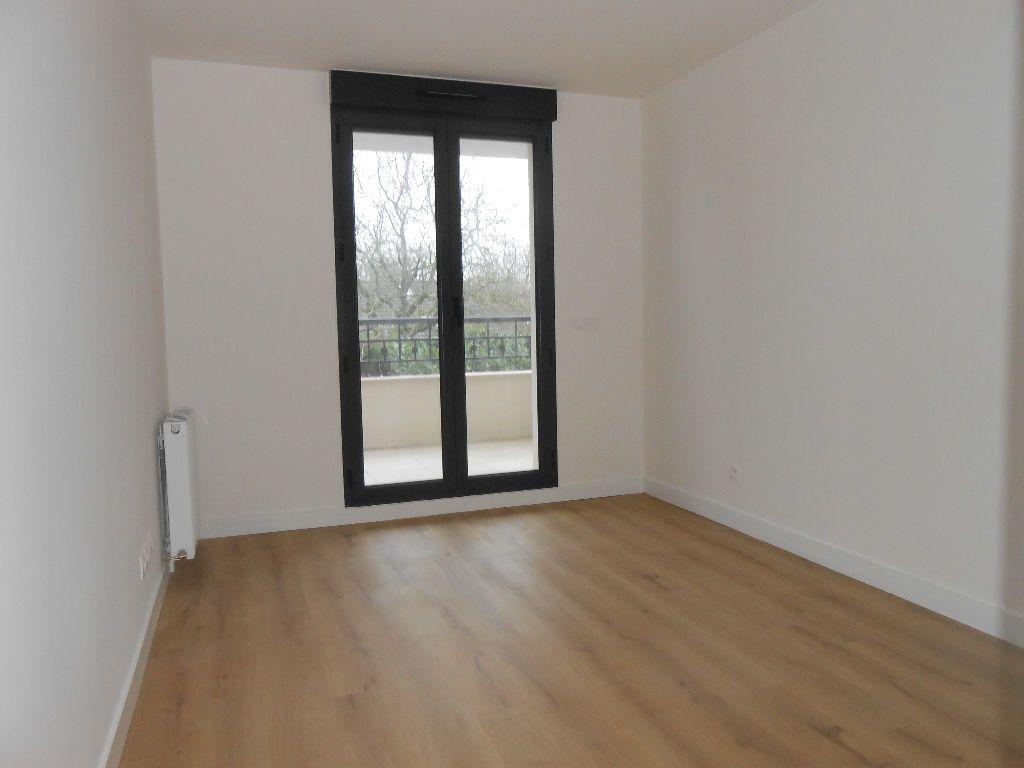 Appartement à louer 2 53.6m2 à Sainte-Geneviève-des-Bois vignette-3