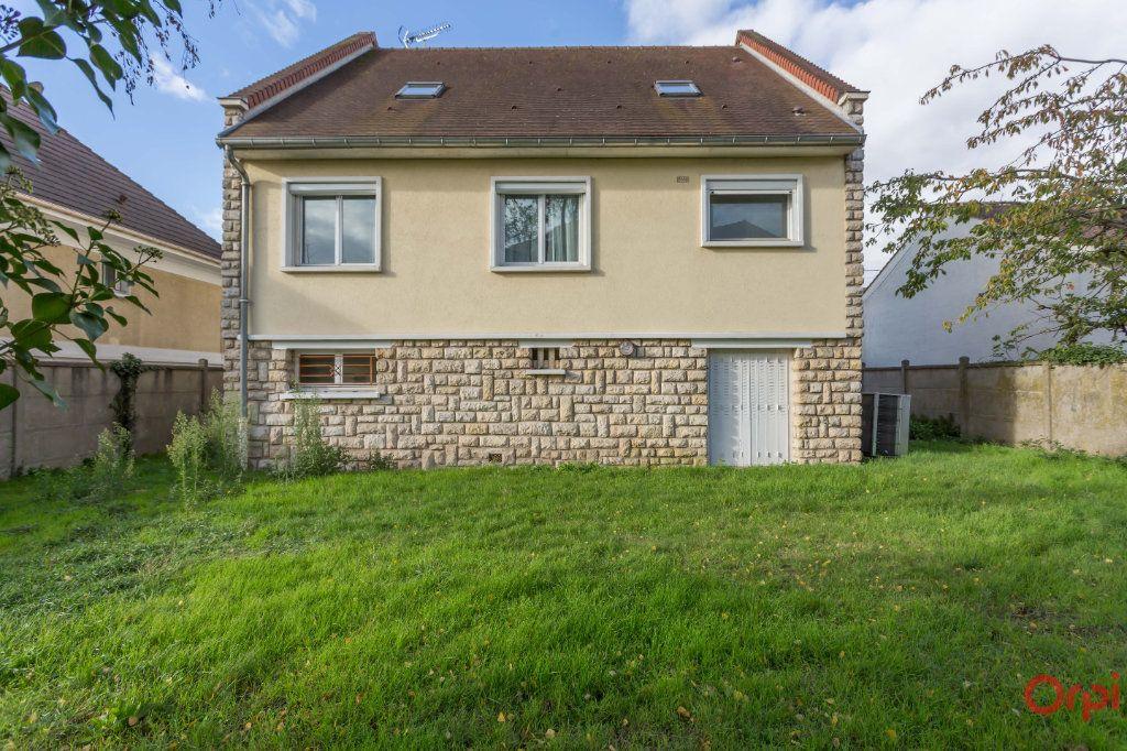 Maison à vendre 6 150m2 à Sainte-Geneviève-des-Bois vignette-3