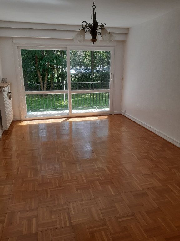 Appartement à louer 3 60.63m2 à Sainte-Geneviève-des-Bois vignette-1