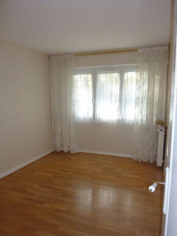 Appartement à louer 3 60.63m2 à Sainte-Geneviève-des-Bois vignette-3