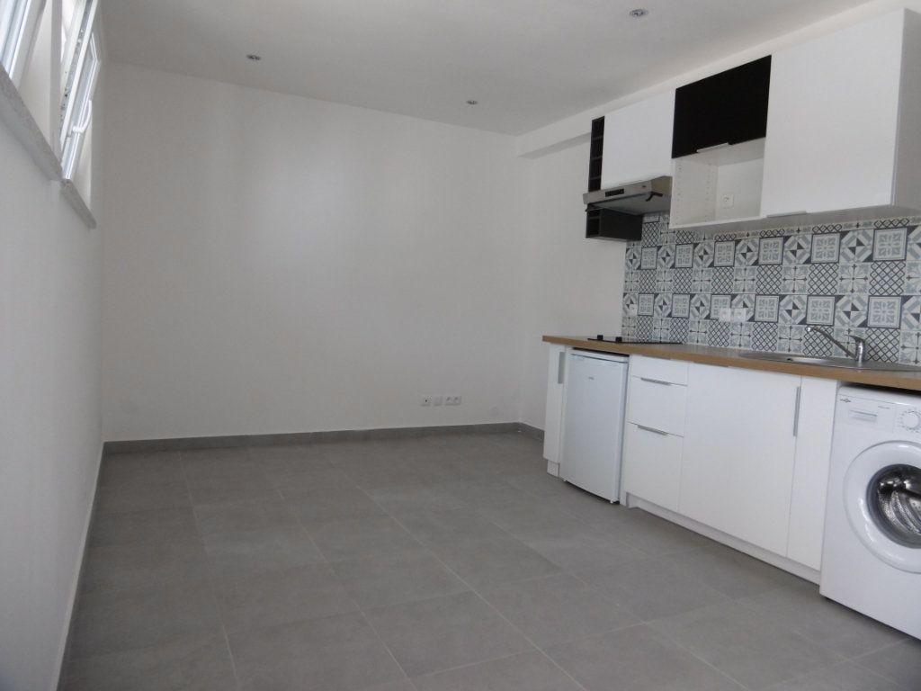 Appartement à louer 1 18.51m2 à Sainte-Geneviève-des-Bois vignette-1