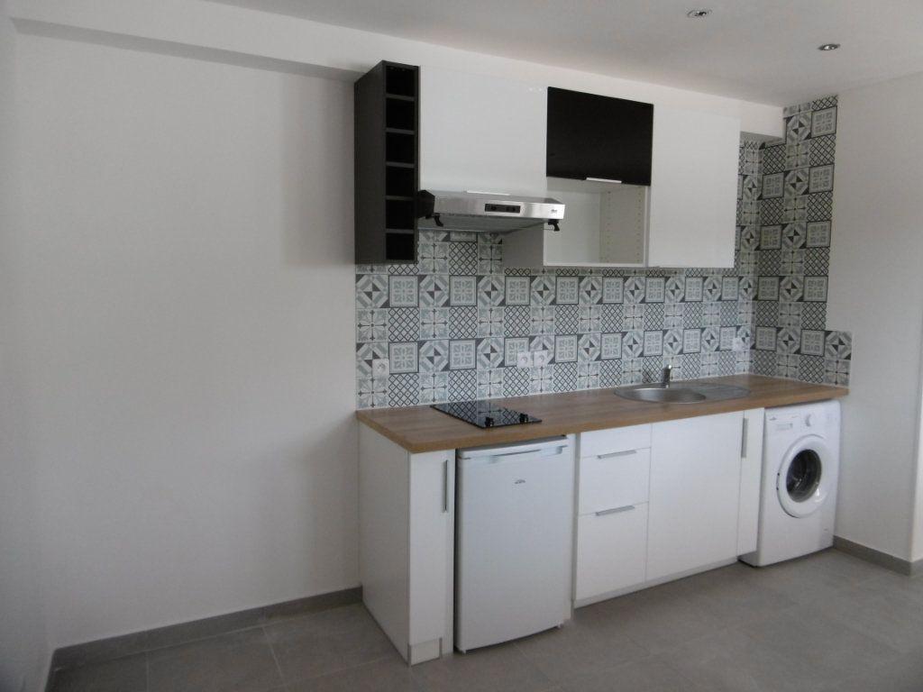 Appartement à louer 1 18.51m2 à Sainte-Geneviève-des-Bois vignette-3