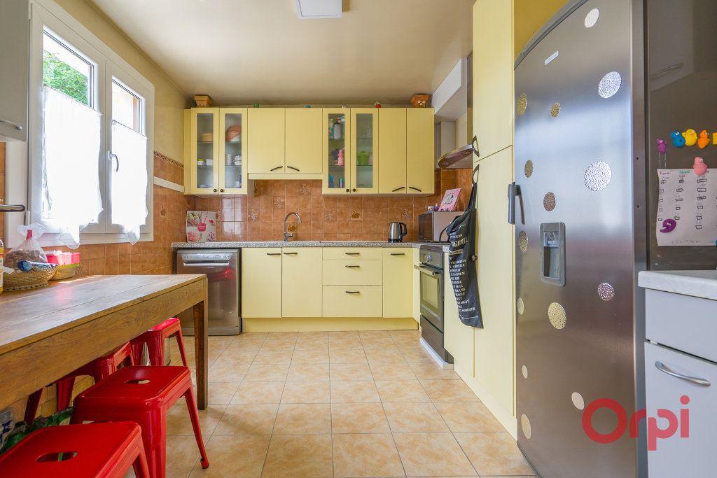 Maison à vendre 6 113m2 à Sainte-Geneviève-des-Bois vignette-4