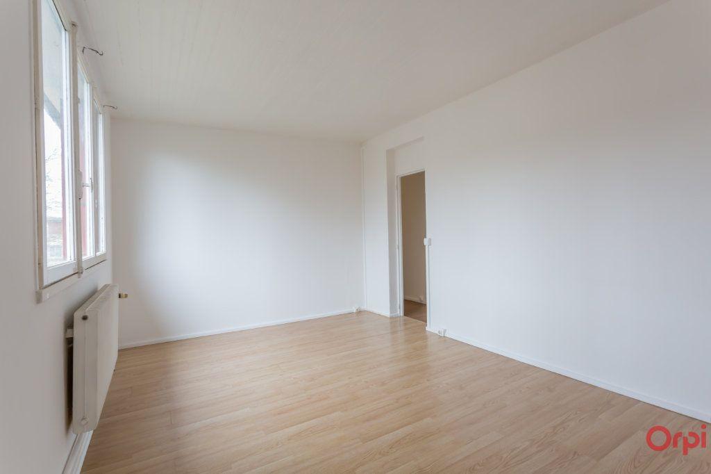 Appartement à louer 3 55.82m2 à Sainte-Geneviève-des-Bois vignette-2