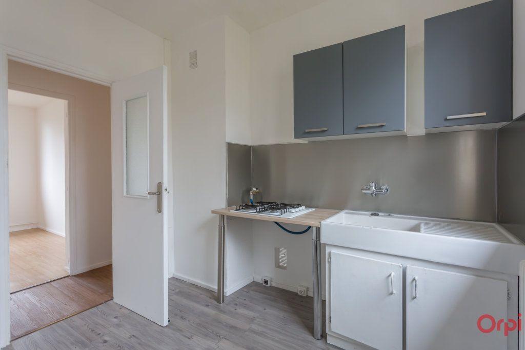 Appartement à louer 3 55.82m2 à Sainte-Geneviève-des-Bois vignette-3