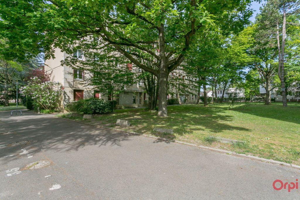 Appartement à louer 3 55.82m2 à Sainte-Geneviève-des-Bois vignette-6