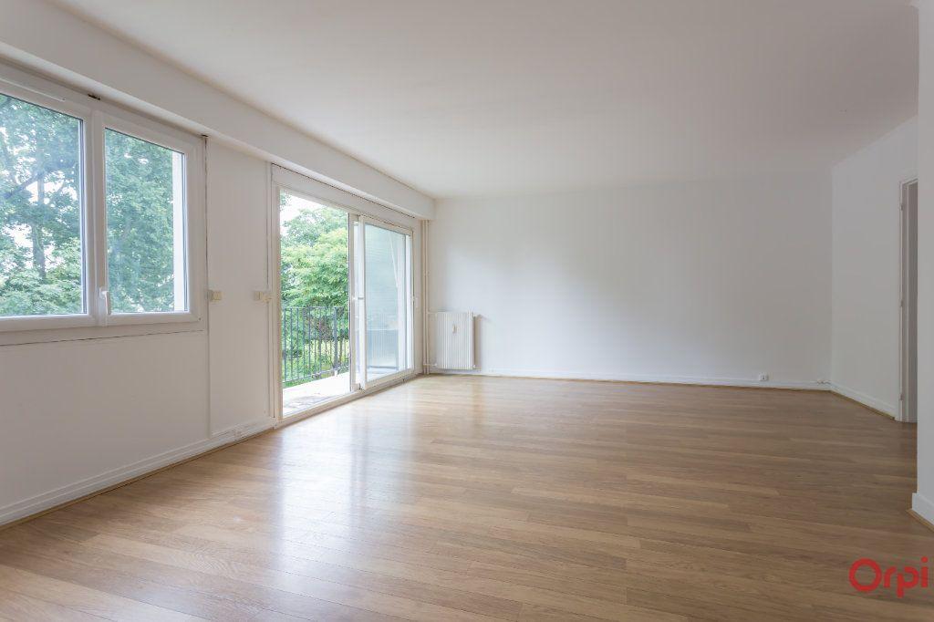 Appartement à louer 4 77.02m2 à Sainte-Geneviève-des-Bois vignette-2