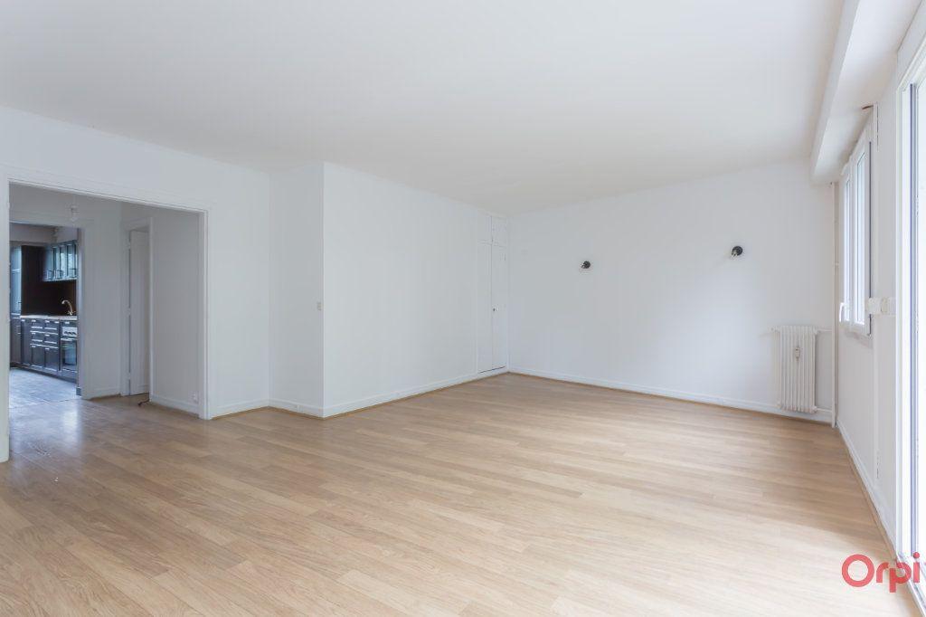 Appartement à louer 4 77.02m2 à Sainte-Geneviève-des-Bois vignette-3