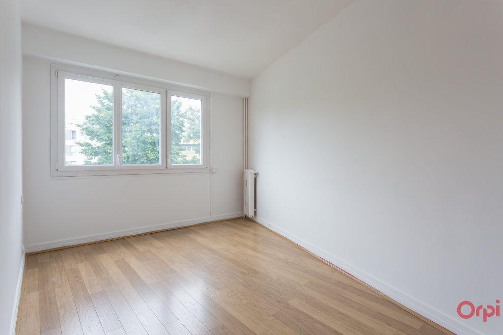 Appartement à louer 4 77.02m2 à Sainte-Geneviève-des-Bois vignette-5