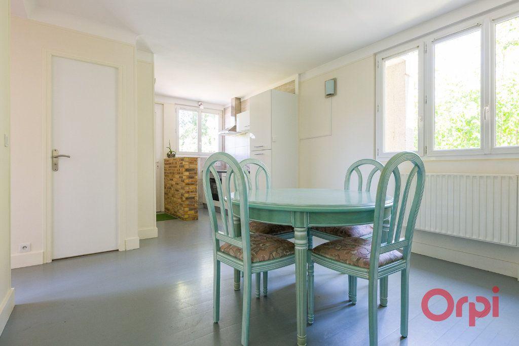 Appartement à louer 3 46.99m2 à Sainte-Geneviève-des-Bois vignette-1