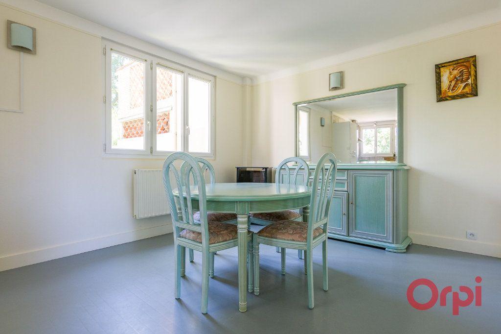 Appartement à louer 3 46.99m2 à Sainte-Geneviève-des-Bois vignette-2