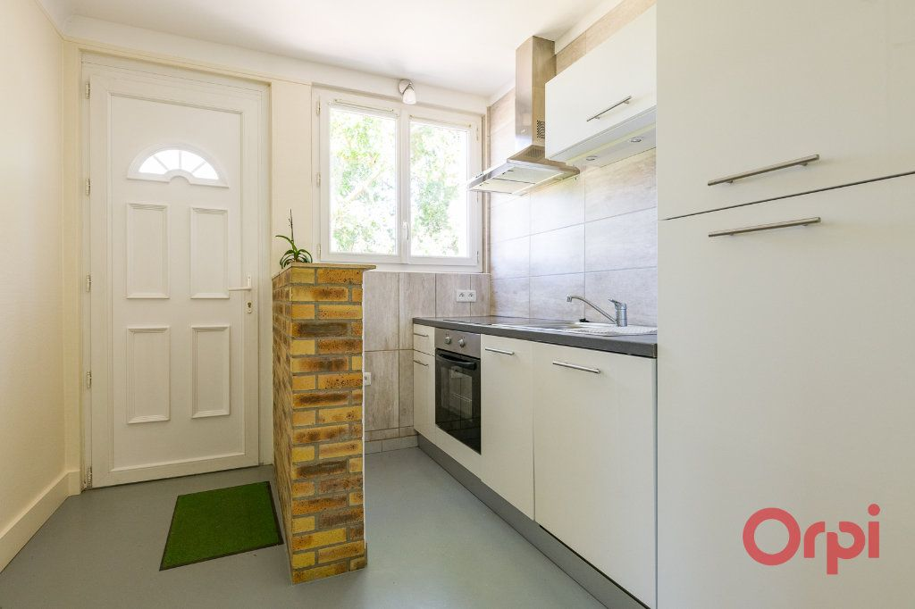 Appartement à louer 3 46.99m2 à Sainte-Geneviève-des-Bois vignette-3
