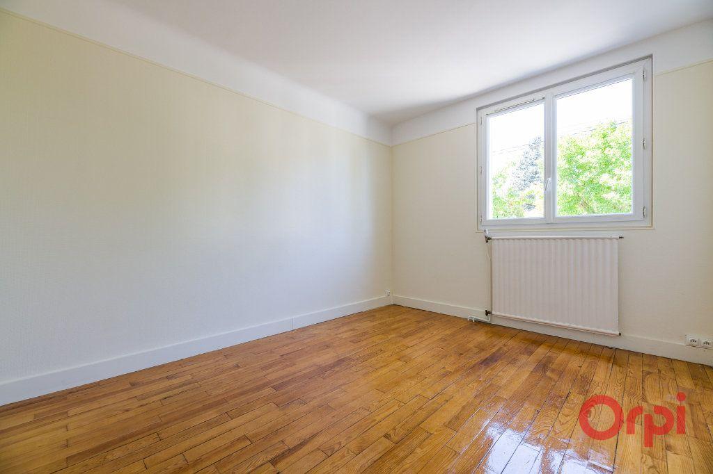 Appartement à louer 3 46.99m2 à Sainte-Geneviève-des-Bois vignette-4