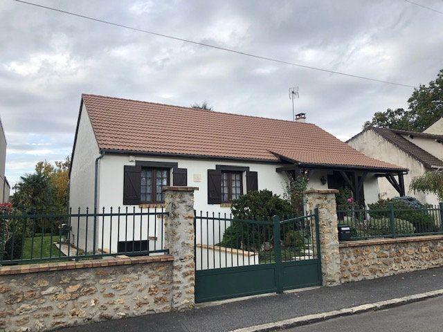 Maison à vendre 5 108m2 à Sainte-Geneviève-des-Bois vignette-1