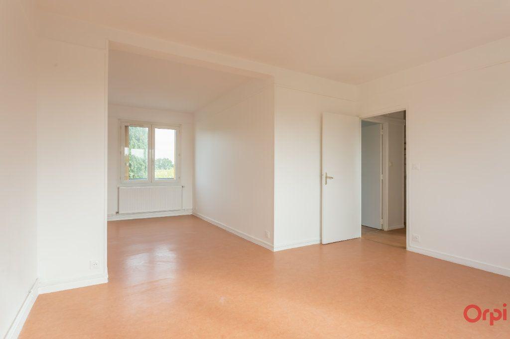 Appartement à louer 4 63m2 à Sainte-Geneviève-des-Bois vignette-1