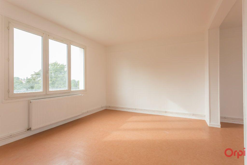 Appartement à louer 4 63m2 à Sainte-Geneviève-des-Bois vignette-3