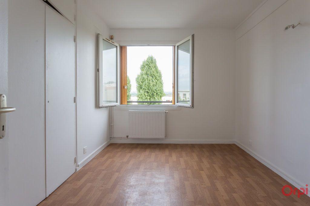Appartement à louer 4 63m2 à Sainte-Geneviève-des-Bois vignette-5