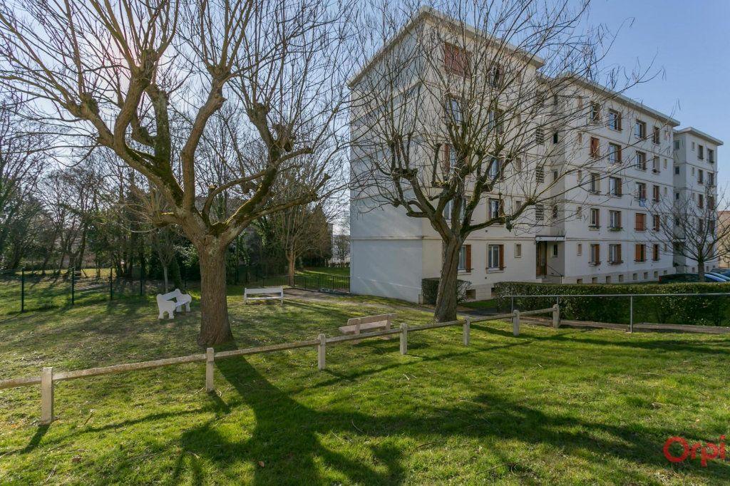 Appartement à louer 4 63m2 à Sainte-Geneviève-des-Bois vignette-7