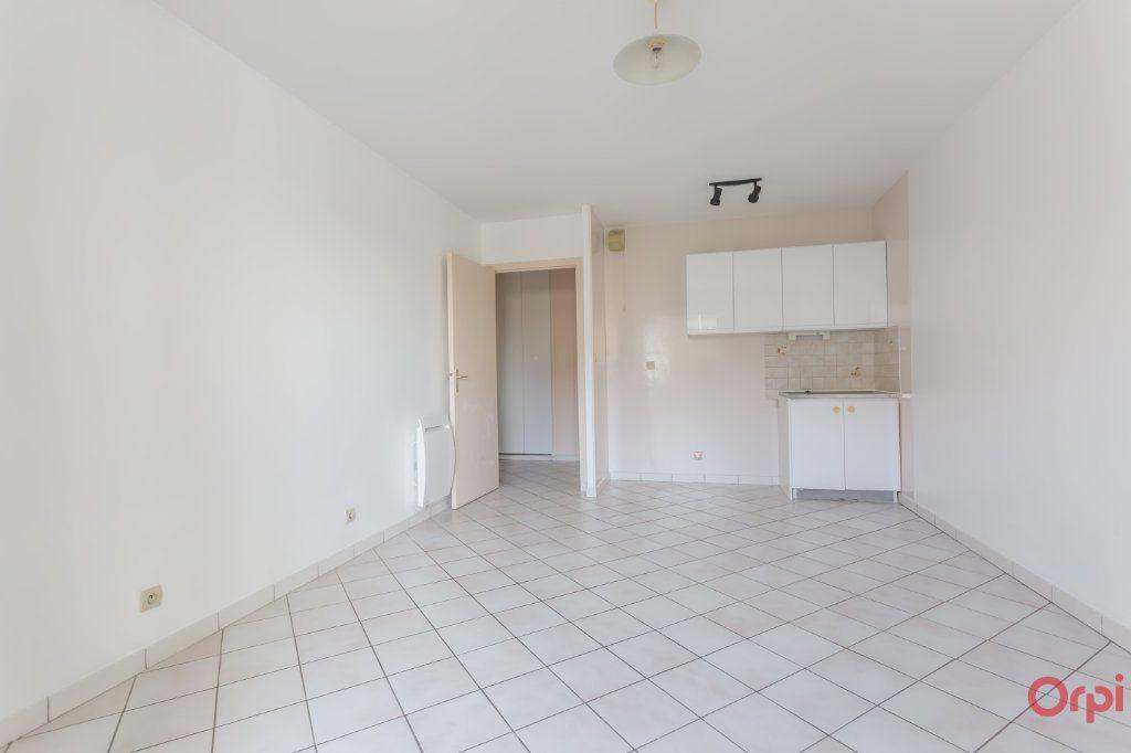 Appartement à louer 1 25m2 à Sainte-Geneviève-des-Bois vignette-1