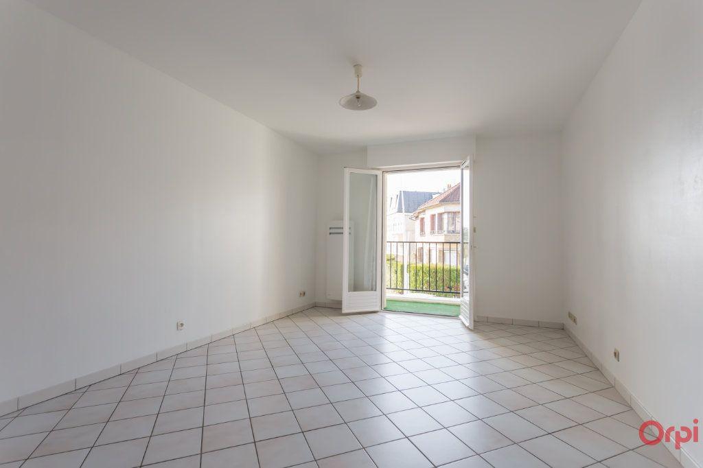Appartement à louer 1 25m2 à Sainte-Geneviève-des-Bois vignette-2
