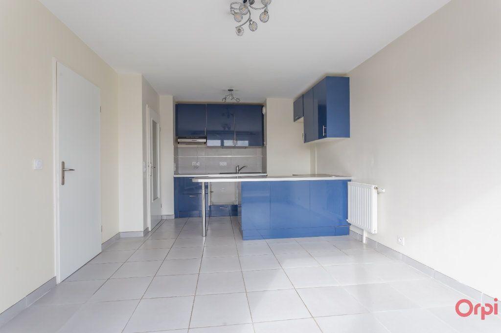 Appartement à louer 2 38m2 à Sainte-Geneviève-des-Bois vignette-3