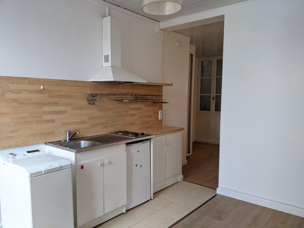 Appartement à louer 1 21.49m2 à Sainte-Geneviève-des-Bois vignette-1
