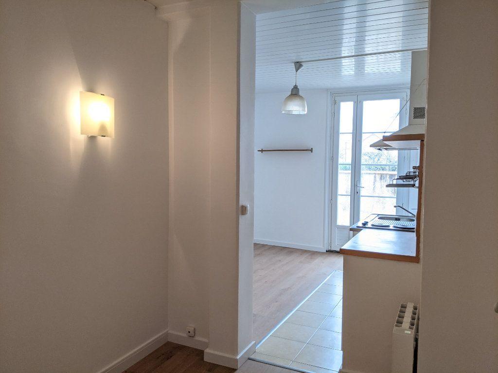Appartement à louer 1 21.49m2 à Sainte-Geneviève-des-Bois vignette-2