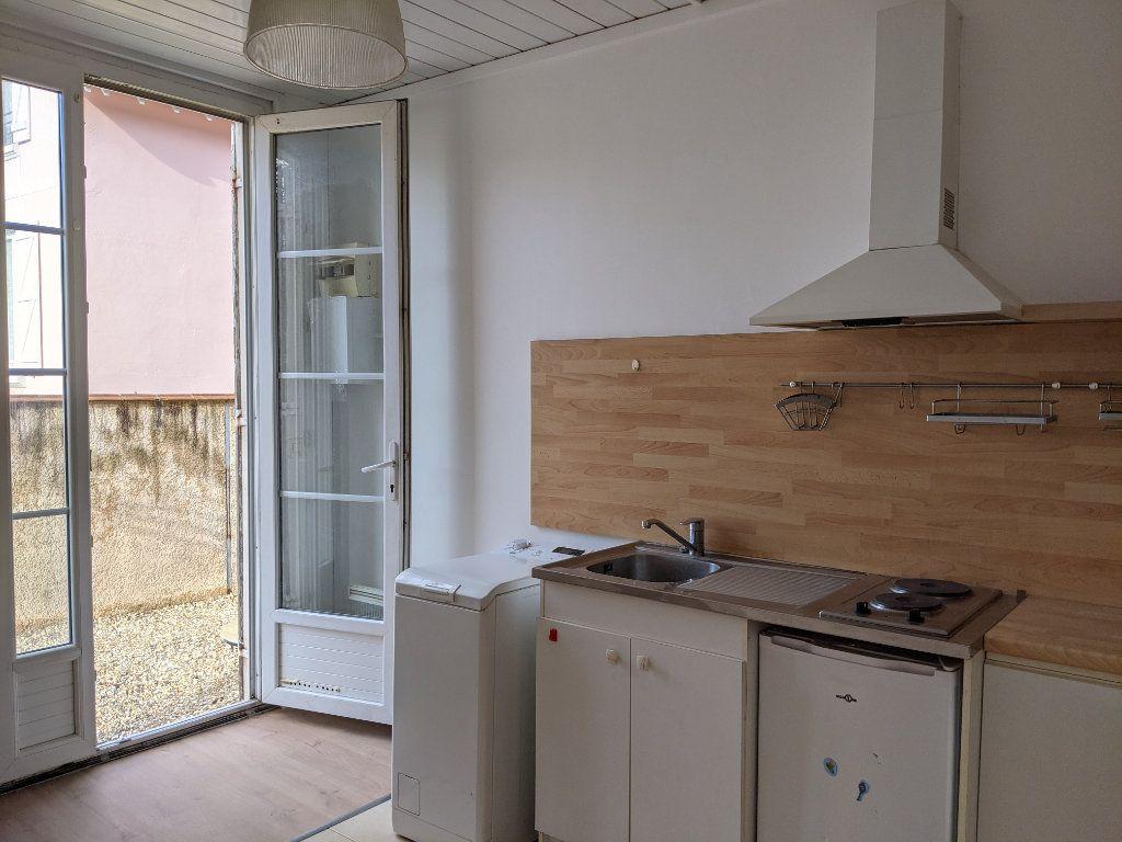 Appartement à louer 1 21.49m2 à Sainte-Geneviève-des-Bois vignette-4