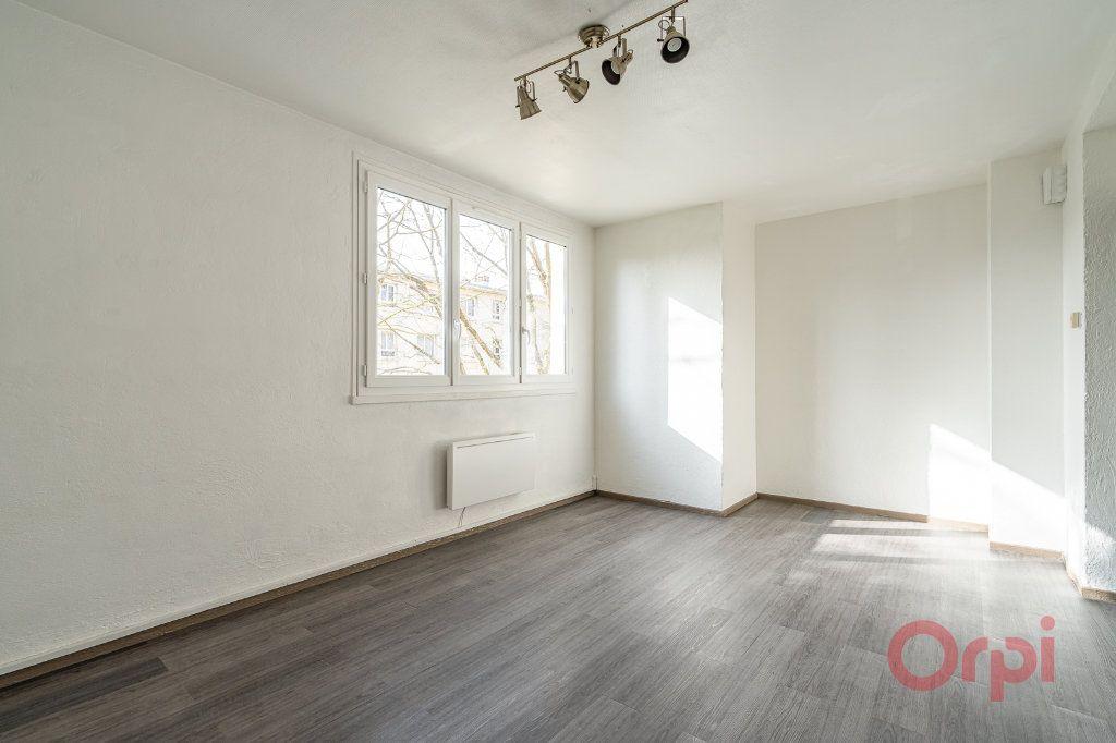 Appartement à louer 3 55.83m2 à Sainte-Geneviève-des-Bois vignette-1