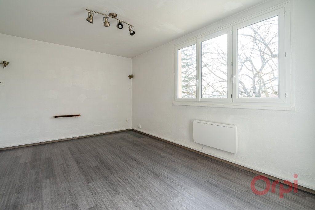 Appartement à louer 3 55.83m2 à Sainte-Geneviève-des-Bois vignette-2