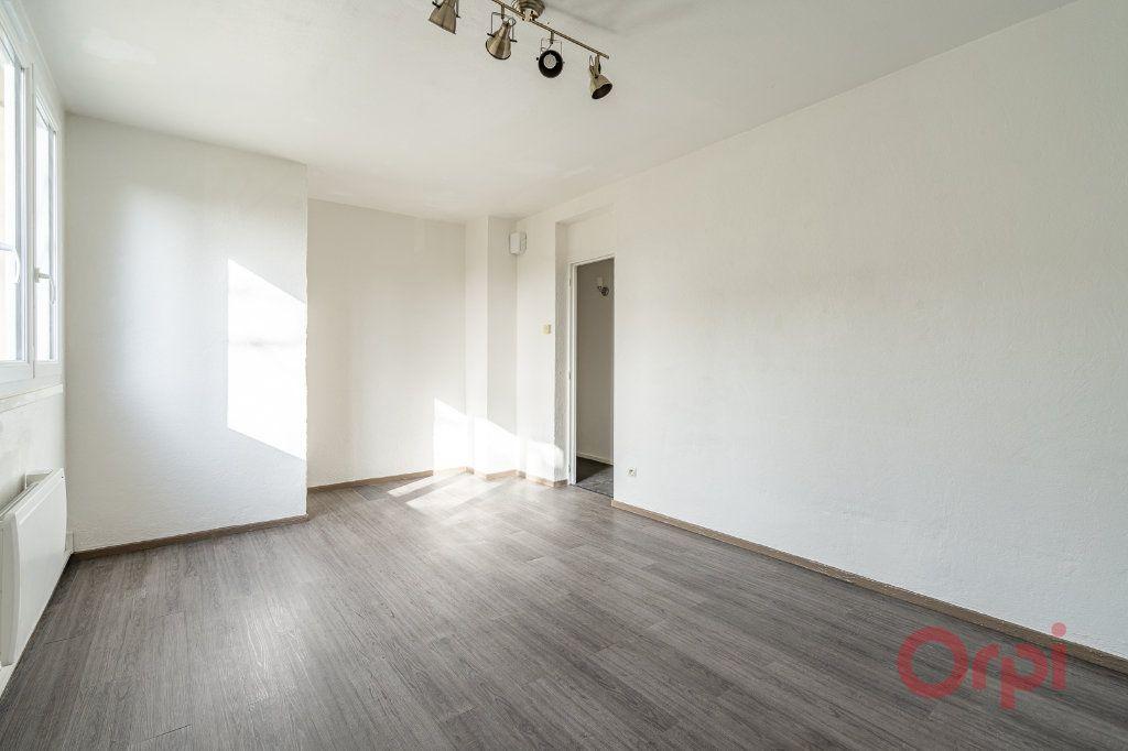 Appartement à louer 3 55.83m2 à Sainte-Geneviève-des-Bois vignette-3