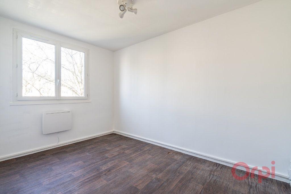 Appartement à louer 3 55.83m2 à Sainte-Geneviève-des-Bois vignette-4