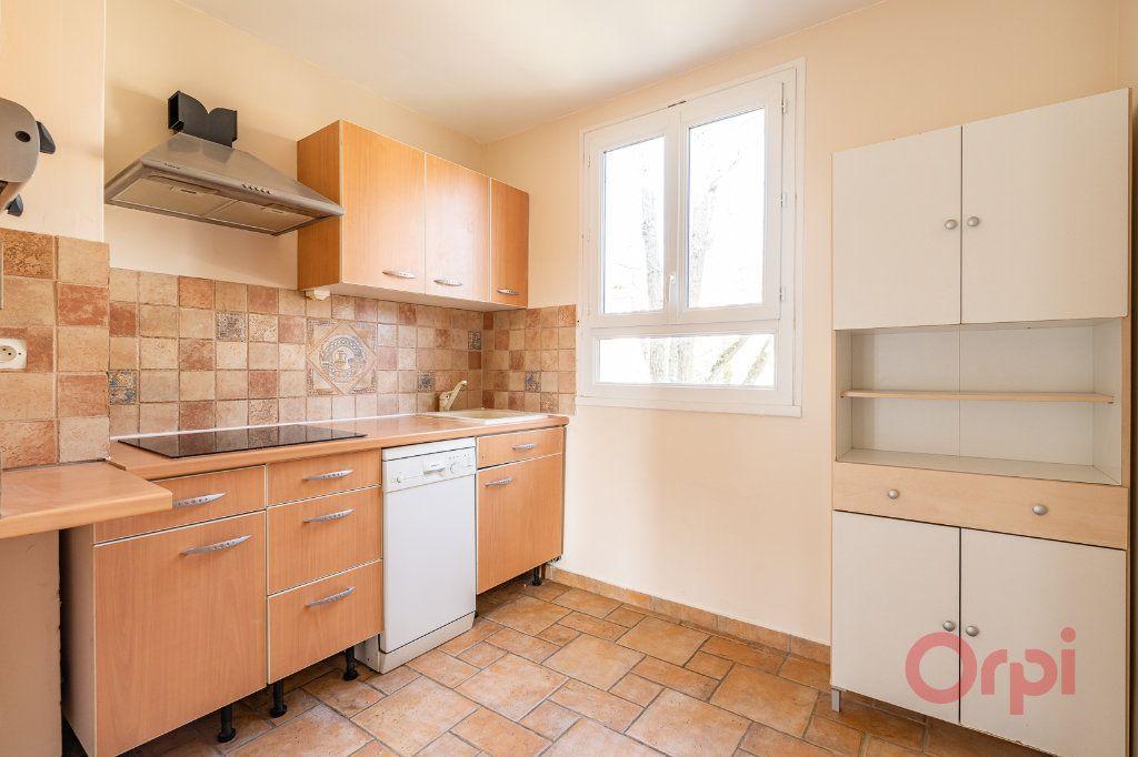 Appartement à louer 3 55.83m2 à Sainte-Geneviève-des-Bois vignette-8