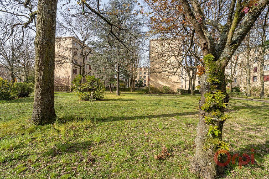 Appartement à louer 3 55.83m2 à Sainte-Geneviève-des-Bois vignette-10