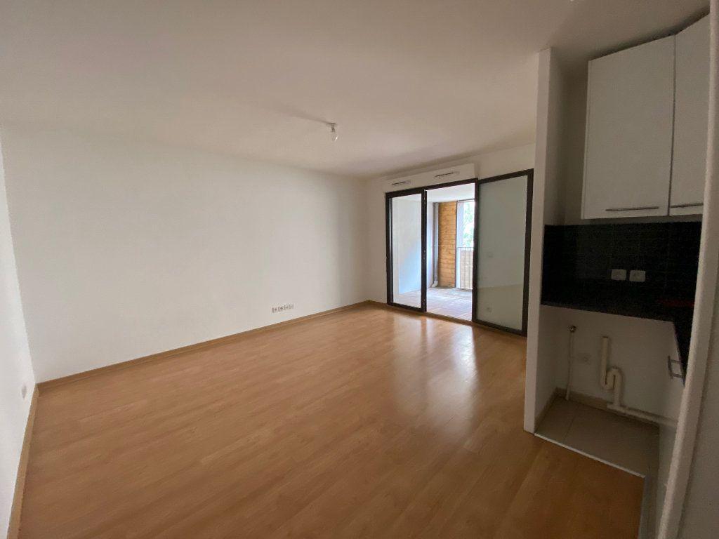Appartement à louer 2 38.9m2 à Ris-Orangis vignette-2