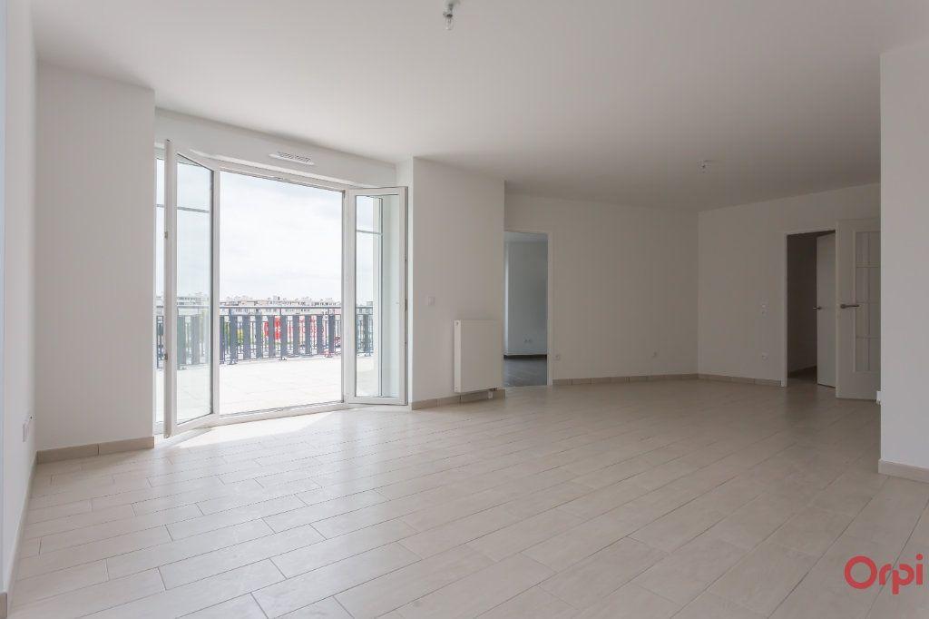 Appartement à louer 4 104.57m2 à Sainte-Geneviève-des-Bois vignette-1