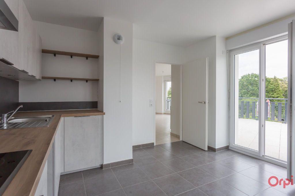 Appartement à louer 4 104.57m2 à Sainte-Geneviève-des-Bois vignette-2