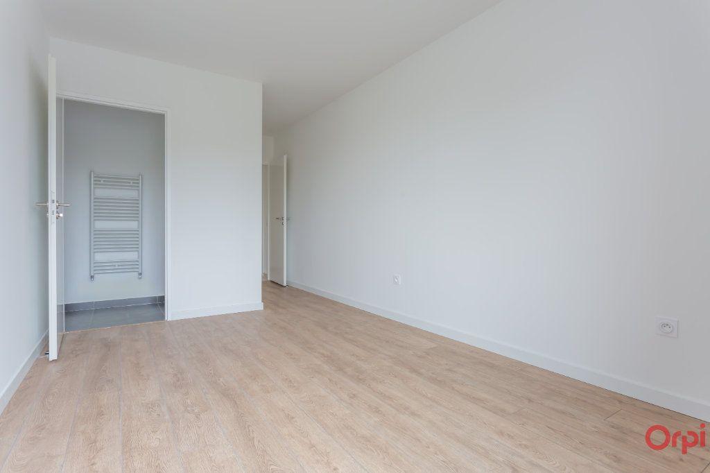 Appartement à louer 4 104.57m2 à Sainte-Geneviève-des-Bois vignette-3